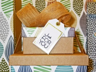 pixabay-gift wrap-present